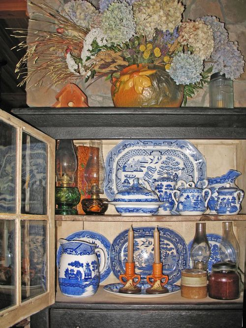 BlueWIllowCupboard2